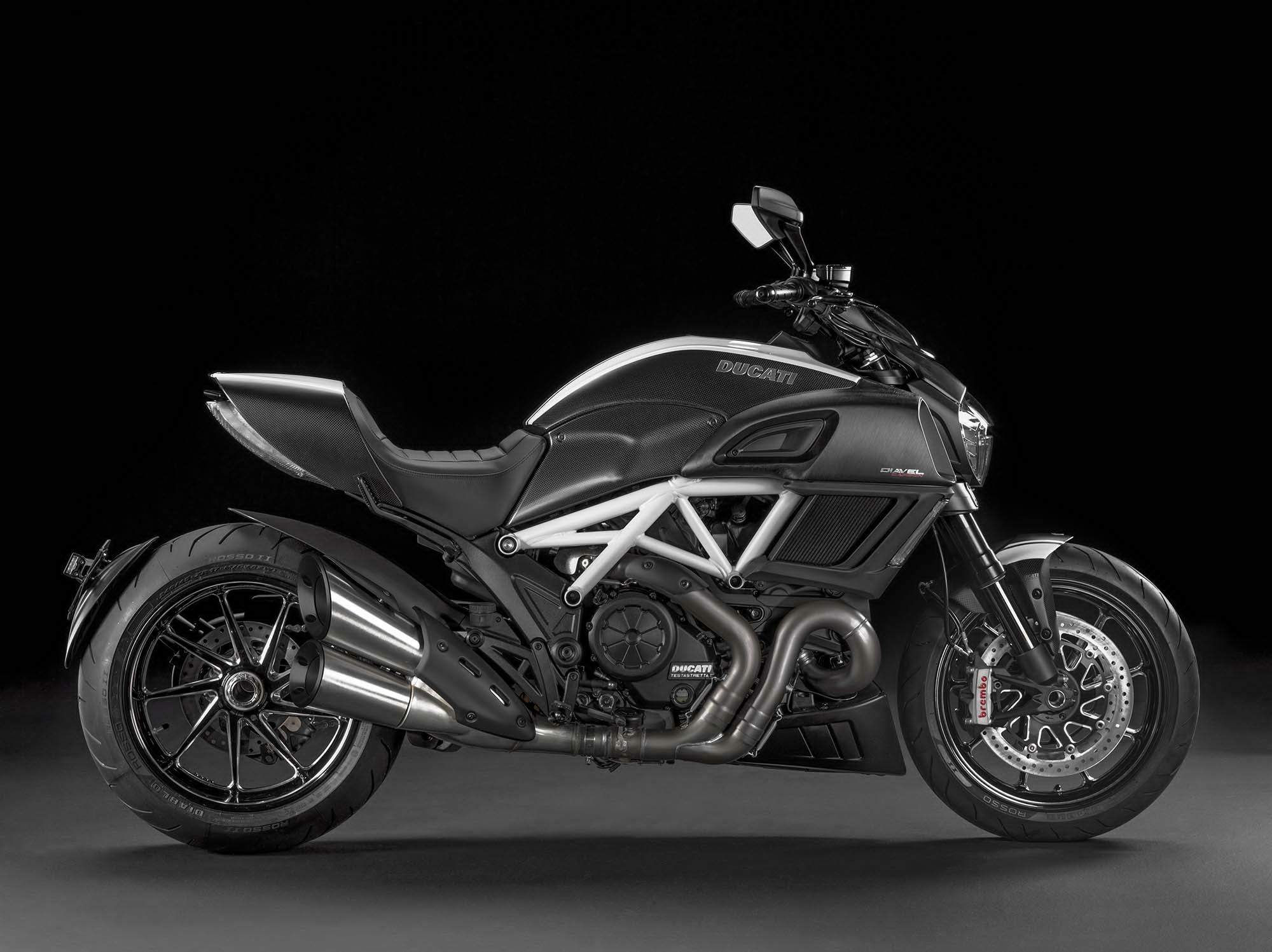 Мотоцикл Ducati Diavel Carbon 2015