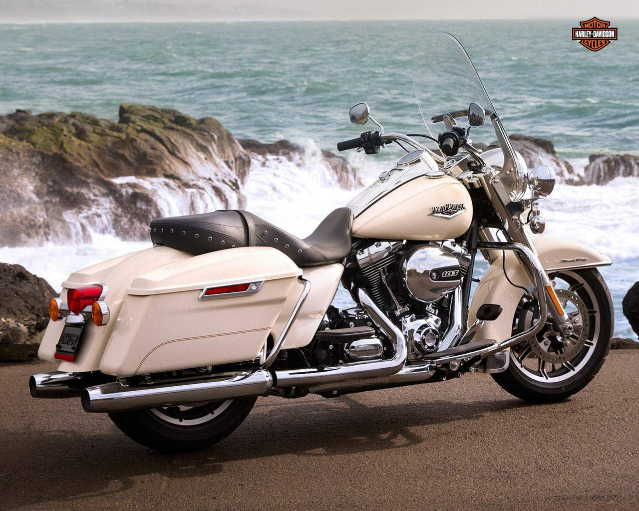 Мотоцикл Harley Davidson FLHR Road King 2015