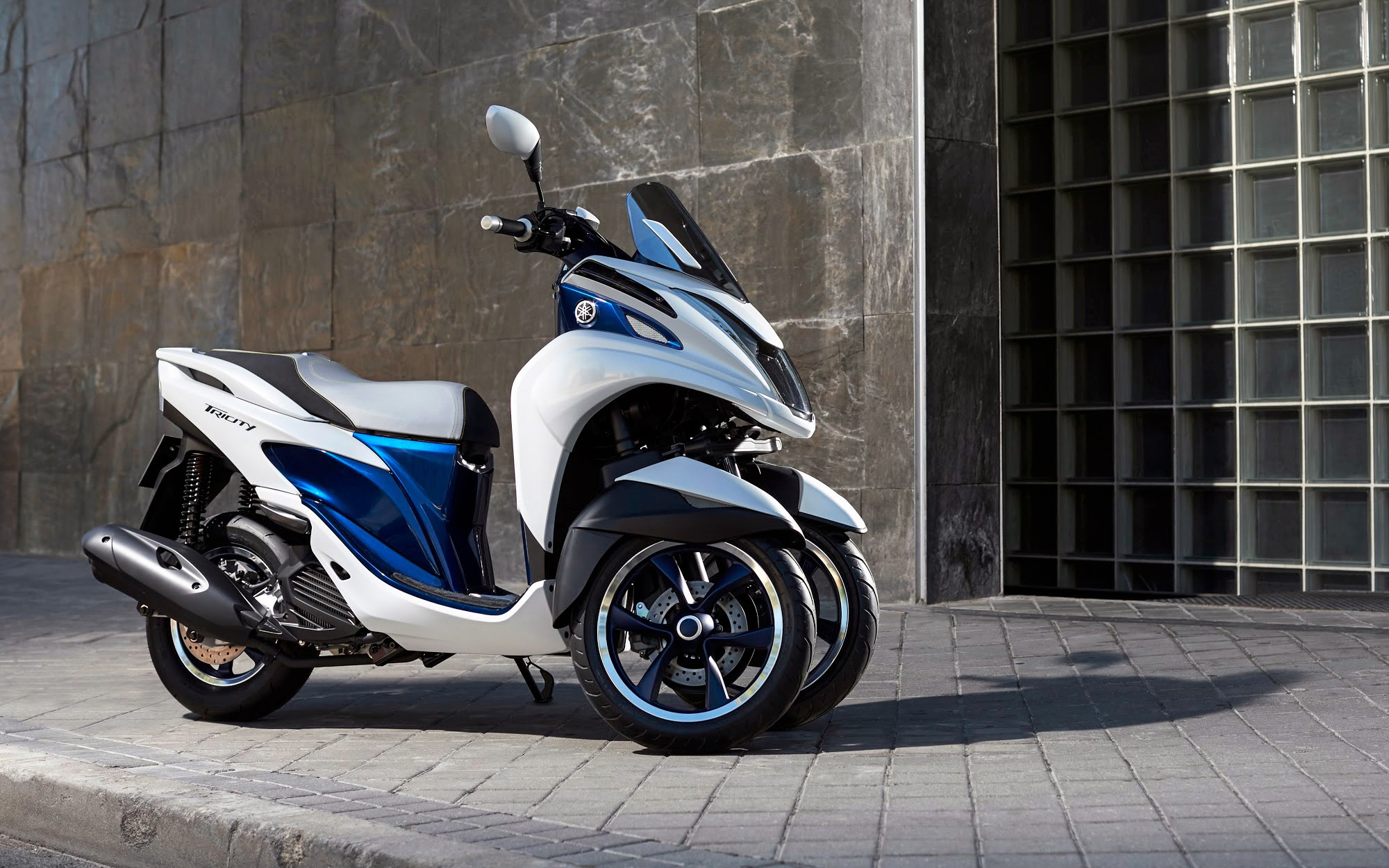 Yamaha tricity - a three-wheel leaning scooter with cvt