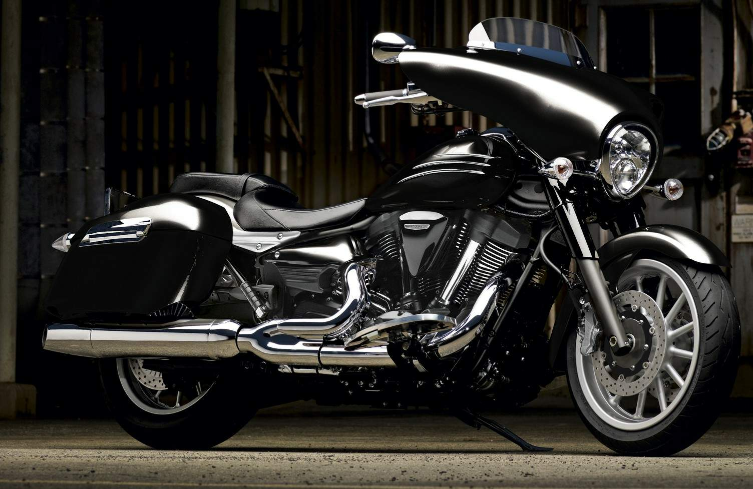 Мотоцикл Yamaha XV 1900A Midnight Star CFD 2013